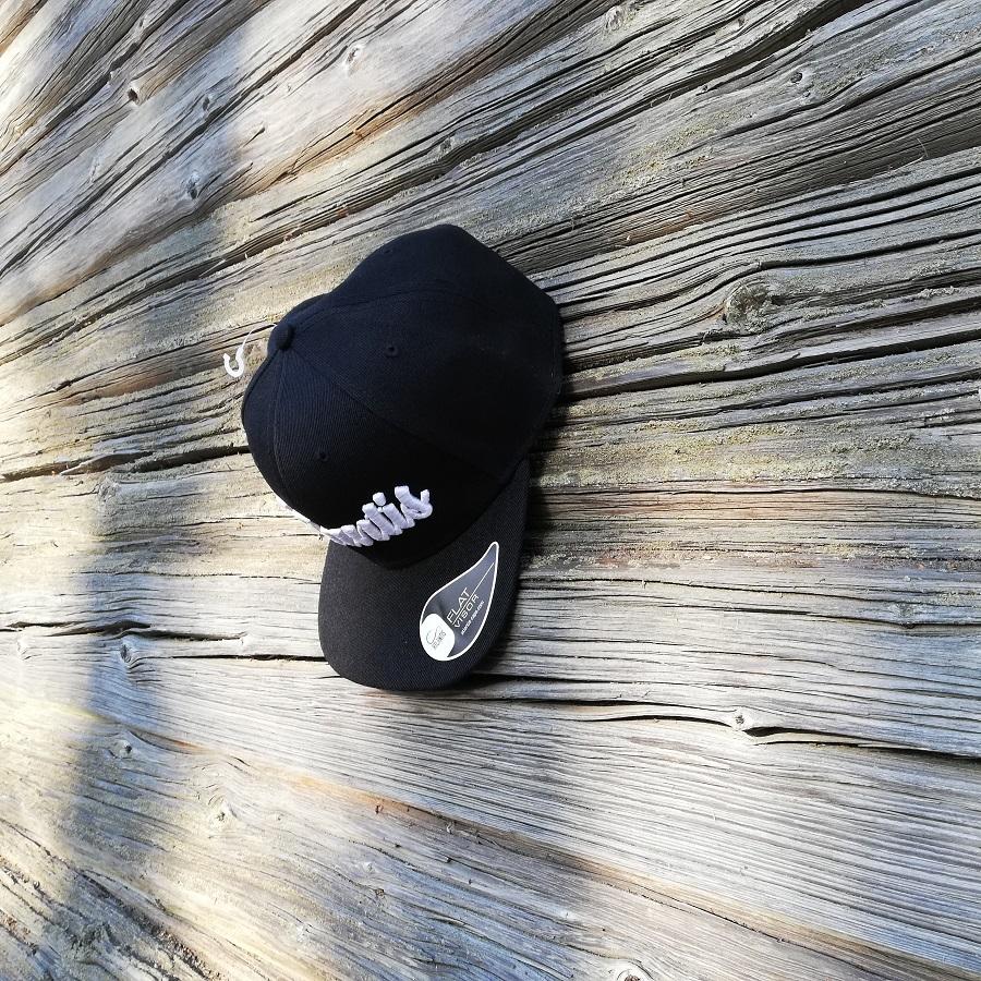 Snap Back lippis - 3D brodeerattuna!